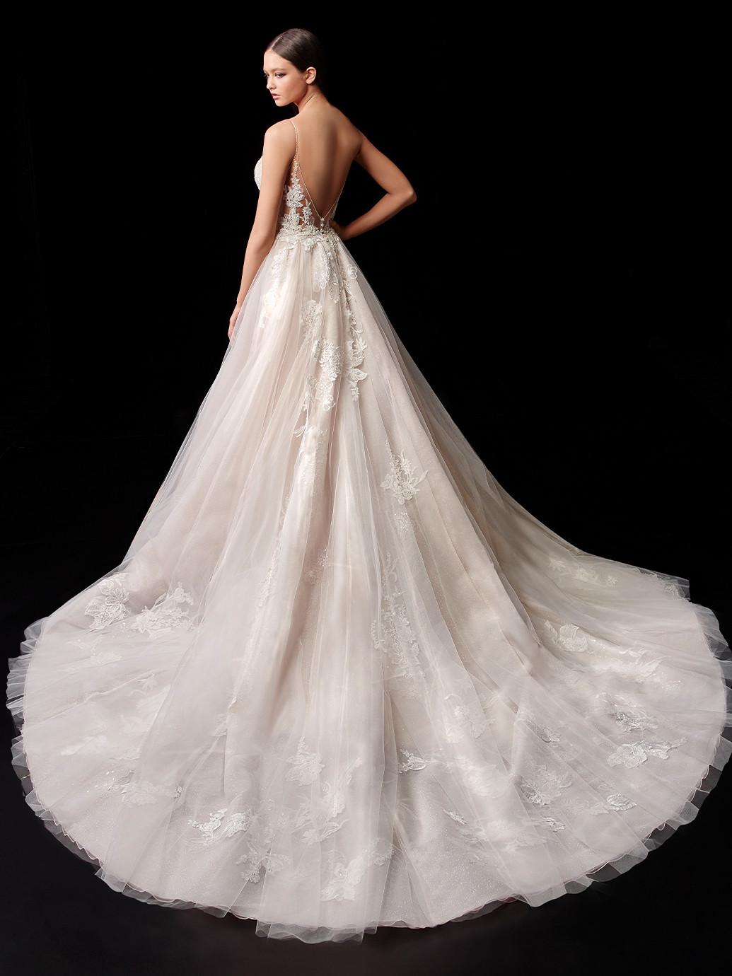 Wandelbares Brautkleid mit 3D-Spitze und abnehmbarem Überrock im Prinzessstil von Enzoani, Modell Paige