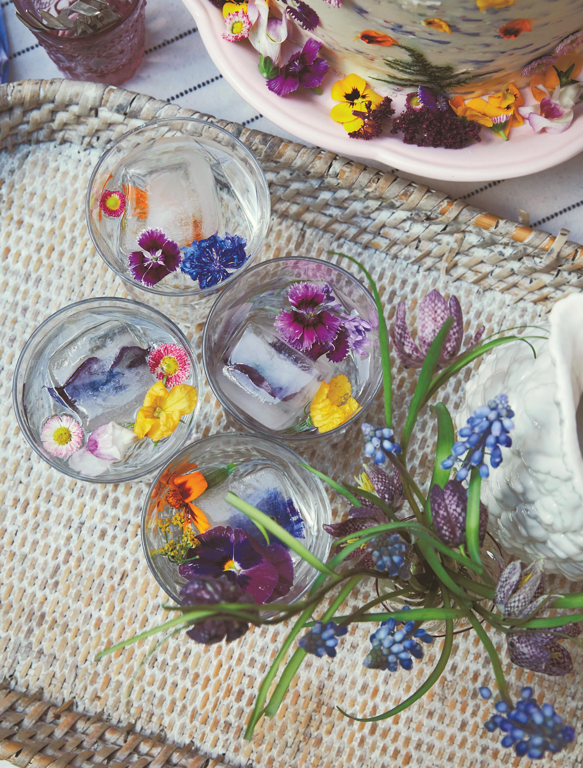 Blüten-Eiswürfel für den Sektempfang