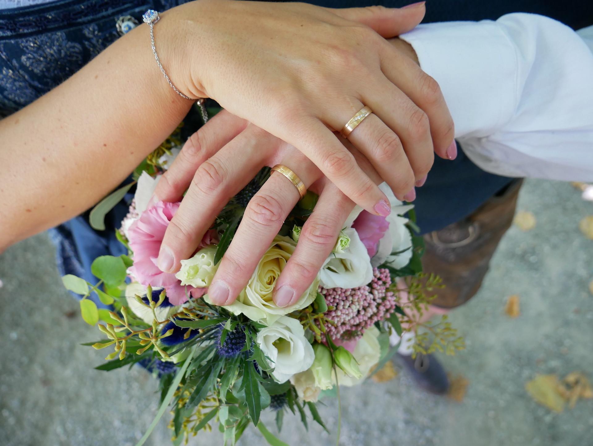 Trauringe für Braut und Bräutigam
