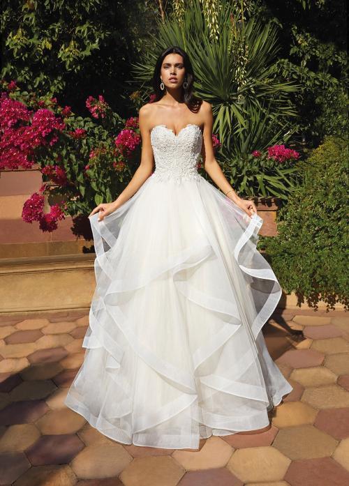 Trägerloses Hochzeitskleid im Prinzessschnitt mit Spitzenkorsage und transparenten Volants von Demetrios, Modell 8066