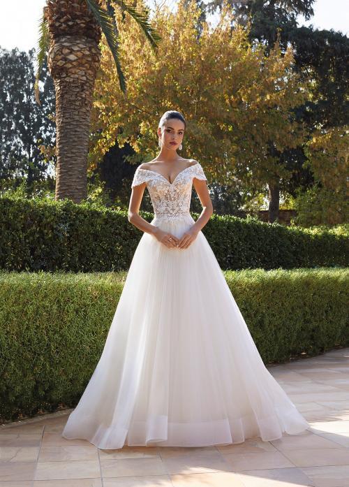 Hochzeitskleid im Prinzessschnitt mit Tüllrock und Spitzentop mit Offshoulder-Trägern von Demetrios, Modell 8047
