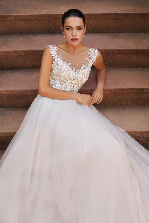 A-Linien-Brautkleid mit Tüllrock, Spitzentop und Illusion-Ausschnitt von Demetrios, Modell 8041
