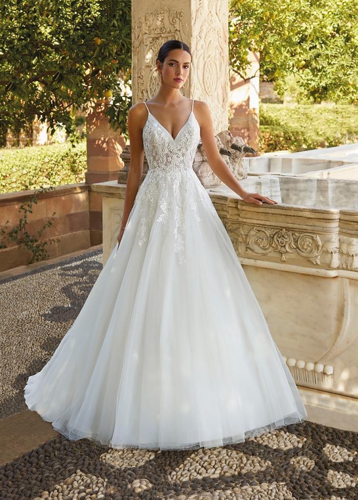 Hochzeitskleid mit Spitzentop mit V-Ausschnitt und Spaghettiträgern von Demetrios, Modell 8060
