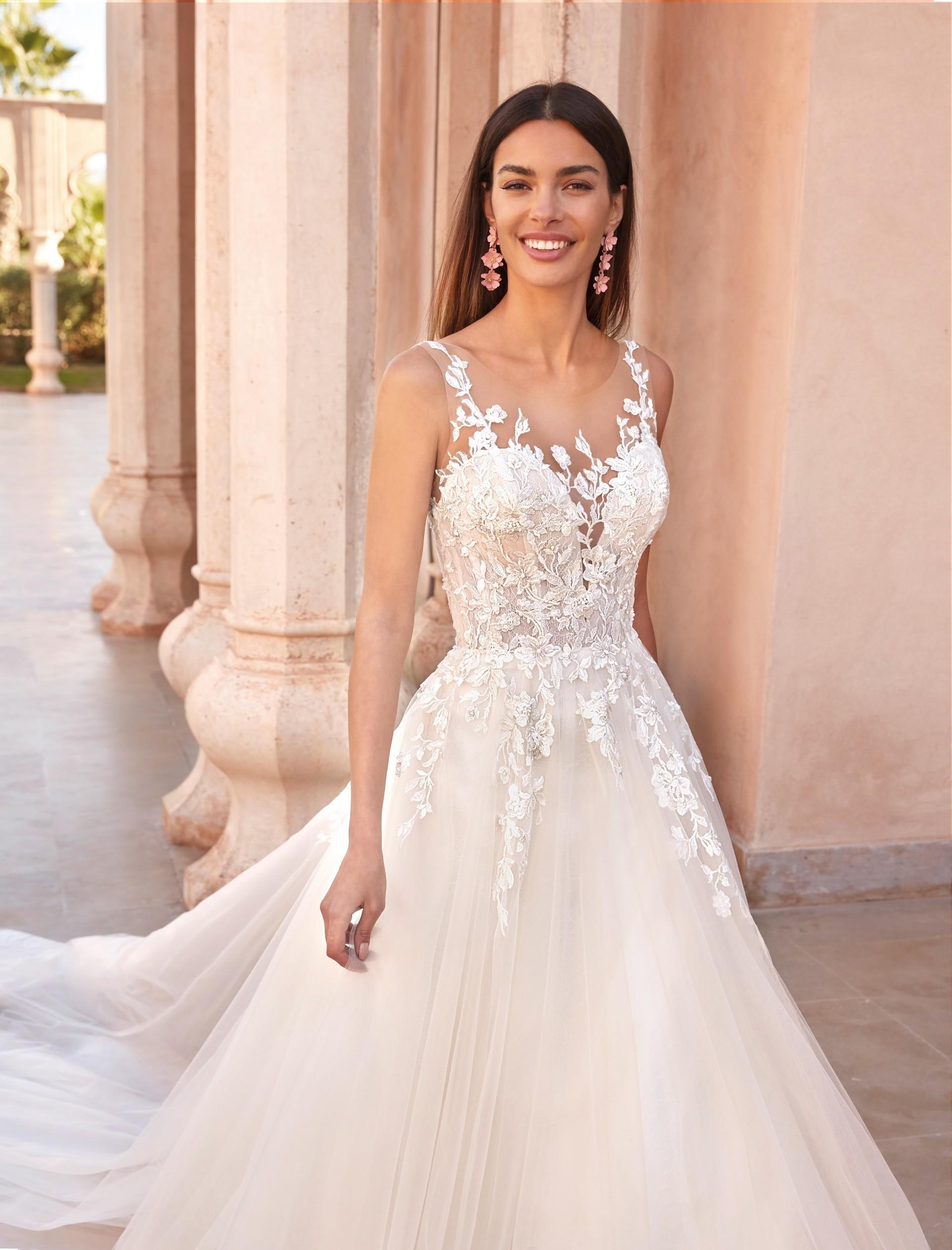 Prinzess-Hochzeitskleid mit 3D-Spitze, Illusion-Ausschnitt und Tattoo-Effekt von Demetrios, Modell 1080