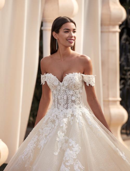 Roséfarbenes Hochzeitskleid mit 3D-Spitze, transparenter Korsage und Offshoulder-Trägern von Demetrios, Modell 1113