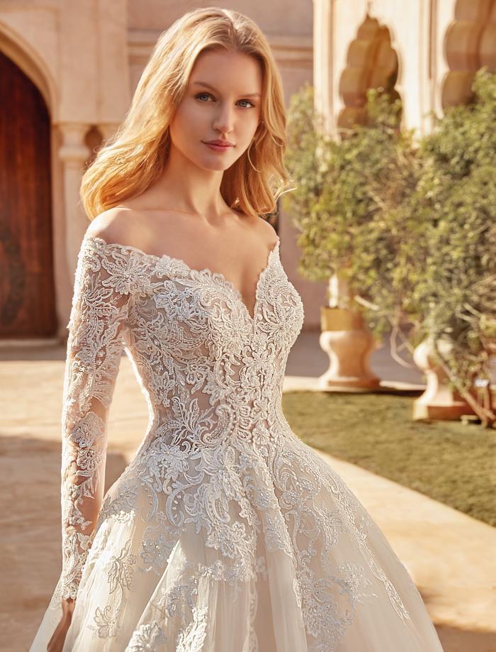 Brautkleid im Prinzessstil mit Spitze und transparentem Top mit langen Ärmeln von Demetrios, Modell 1093