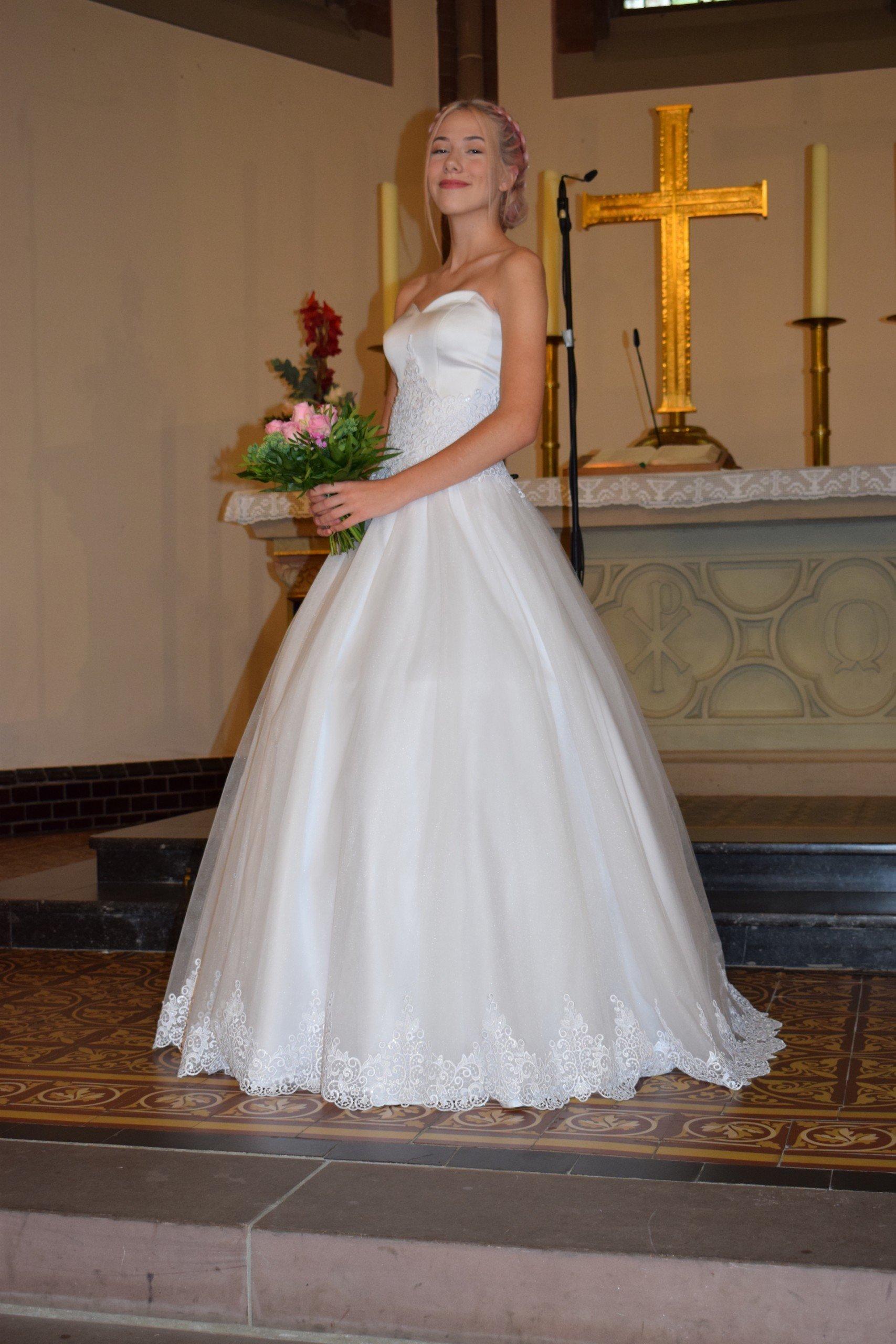 Brautmode von Brautboutique Hennig