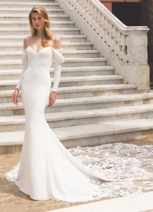 Figurbetontes Hochzeitskleid mit Spaghetti- und Offshoulder-Trägern von Enzoani, Modell Ronda