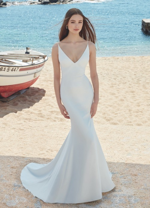 Mermaid-Brautkleid im Clean Chic mit V-Ausschnitt, Spaghettiträgern und Schleppe von Love, Modell Ansley