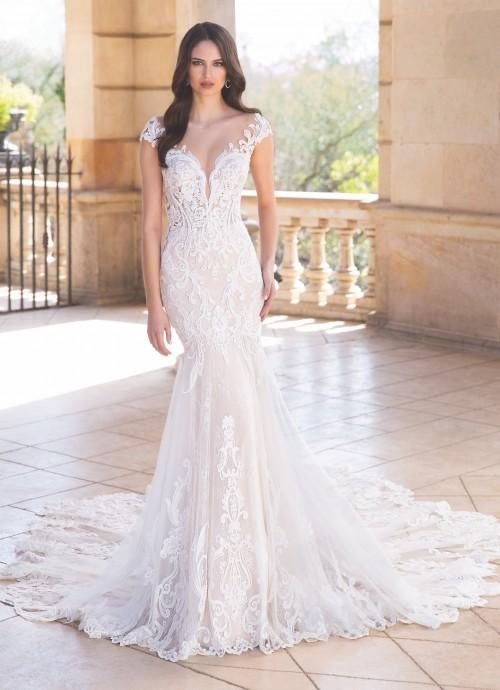 Hochzeitskleid mit Illusion-Plunge-Ausschnitt und Schleppe von Elysée, Modell Andea