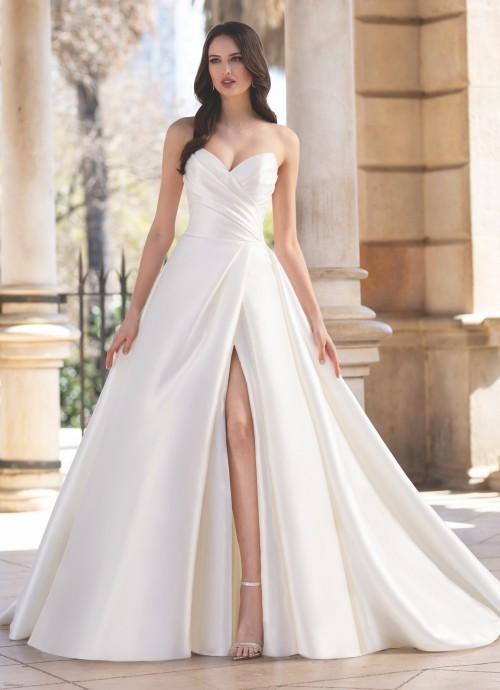 Hochzeitskleid im Prinzessschnitt mit Sweetheart-Ausschnitt und Schlitz von Elysée, Modell Delancey