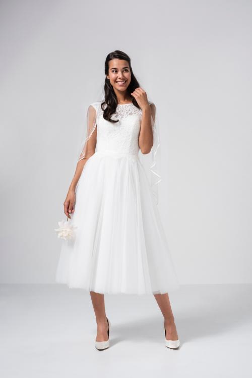 Kurzes Brautkleid mit Tüllrock und Spitzenoberteil von Weise in Weiß