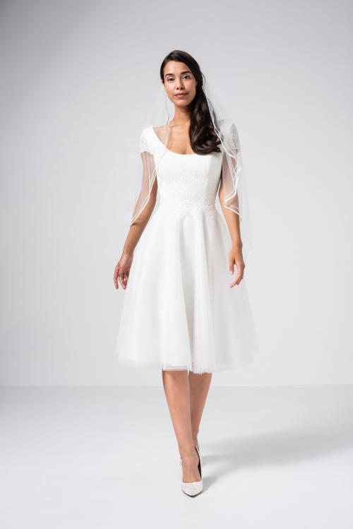 Kurzes Brautkleid mit Tüllrock und Rundhals-Ausschnitt von Weise in Weiß
