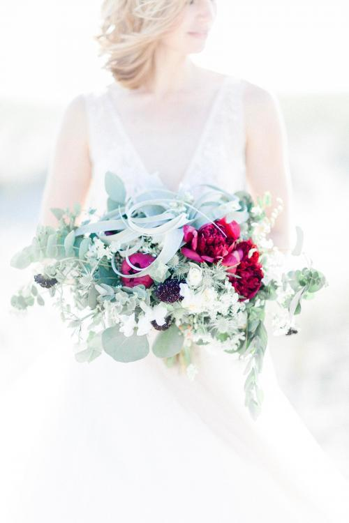 moderner Brautstrauß mit Eukalyptus