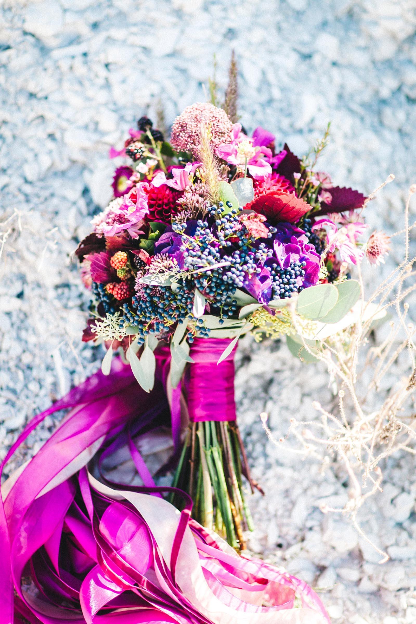 Brautstrauß in leuchtenden Farben