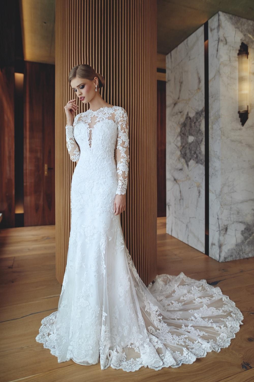 Brautkleid hochgeschlossen von Pure