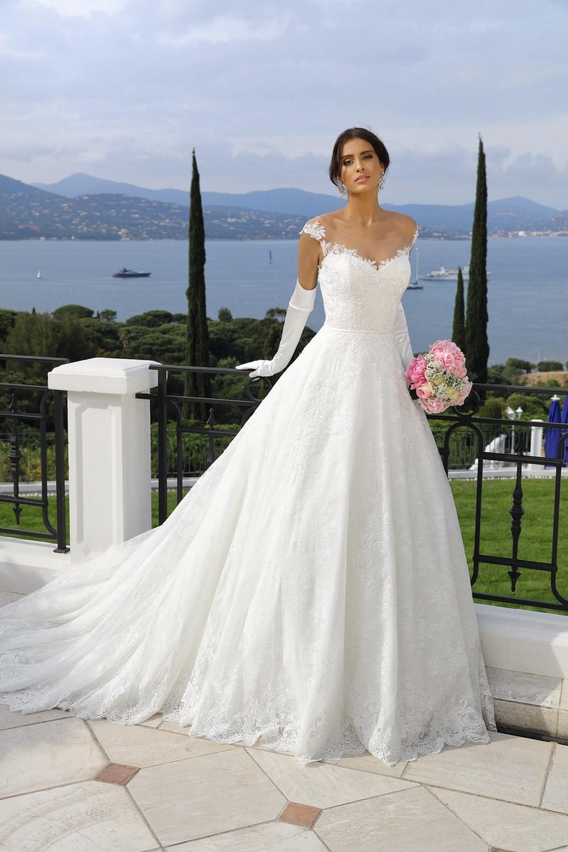 Brautkleid mit Illusion-Ausschnitt von Ladybird