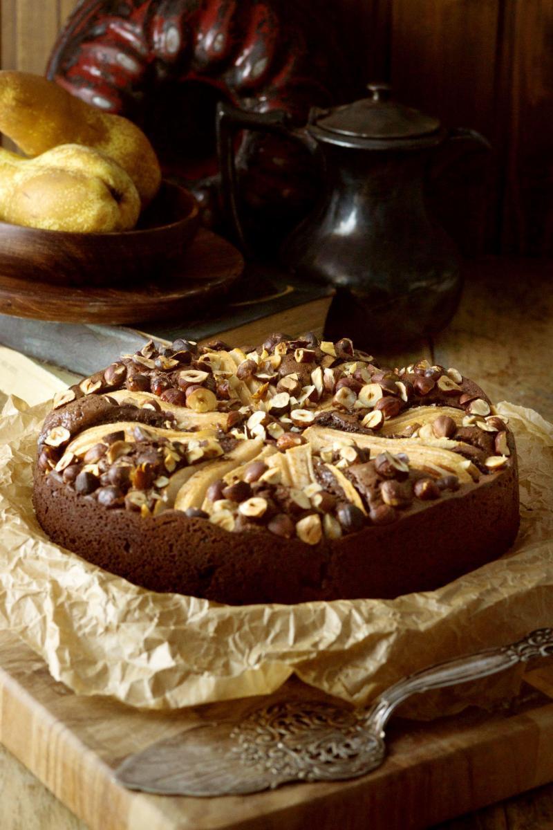 Birnen-Brownie-Kuchen mit Haselnüssen