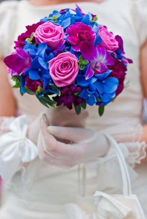 Brautstrauß in Blau und Rosa