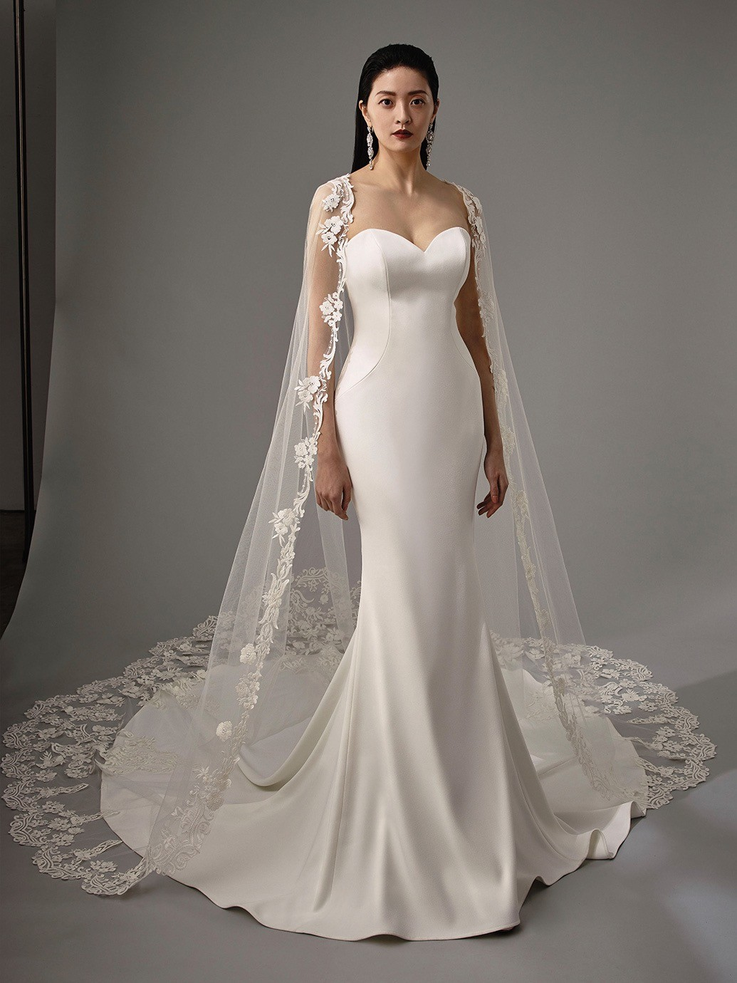 Brautkleid Modell Monika aus der Blue by Enzoani Kollektion 2020
