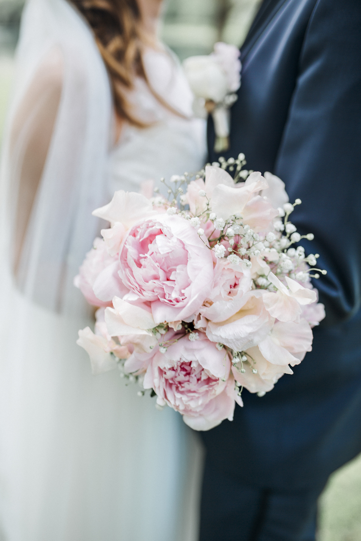 Blumenstrauß aus rosafarbenen Pfingstrosen