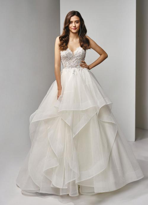 Cremefarbenes Brautkleid im Prinzessschnitt mit Spitzenkorsage, Volants und Herzausschnitt von Beautiful Bridal, Modell BT19-9