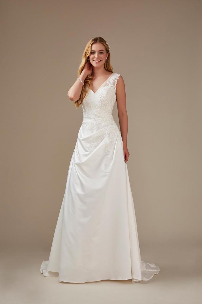 Brautkleid mit V-Ausschnitt und spitzen Stickerei von Weise, Modell 336362