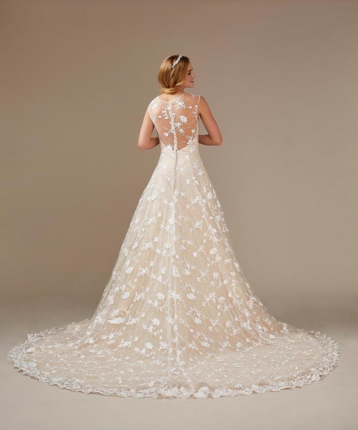 Brautkleid mit Spitzenblüten in Apricot von Weise, Modell 334642