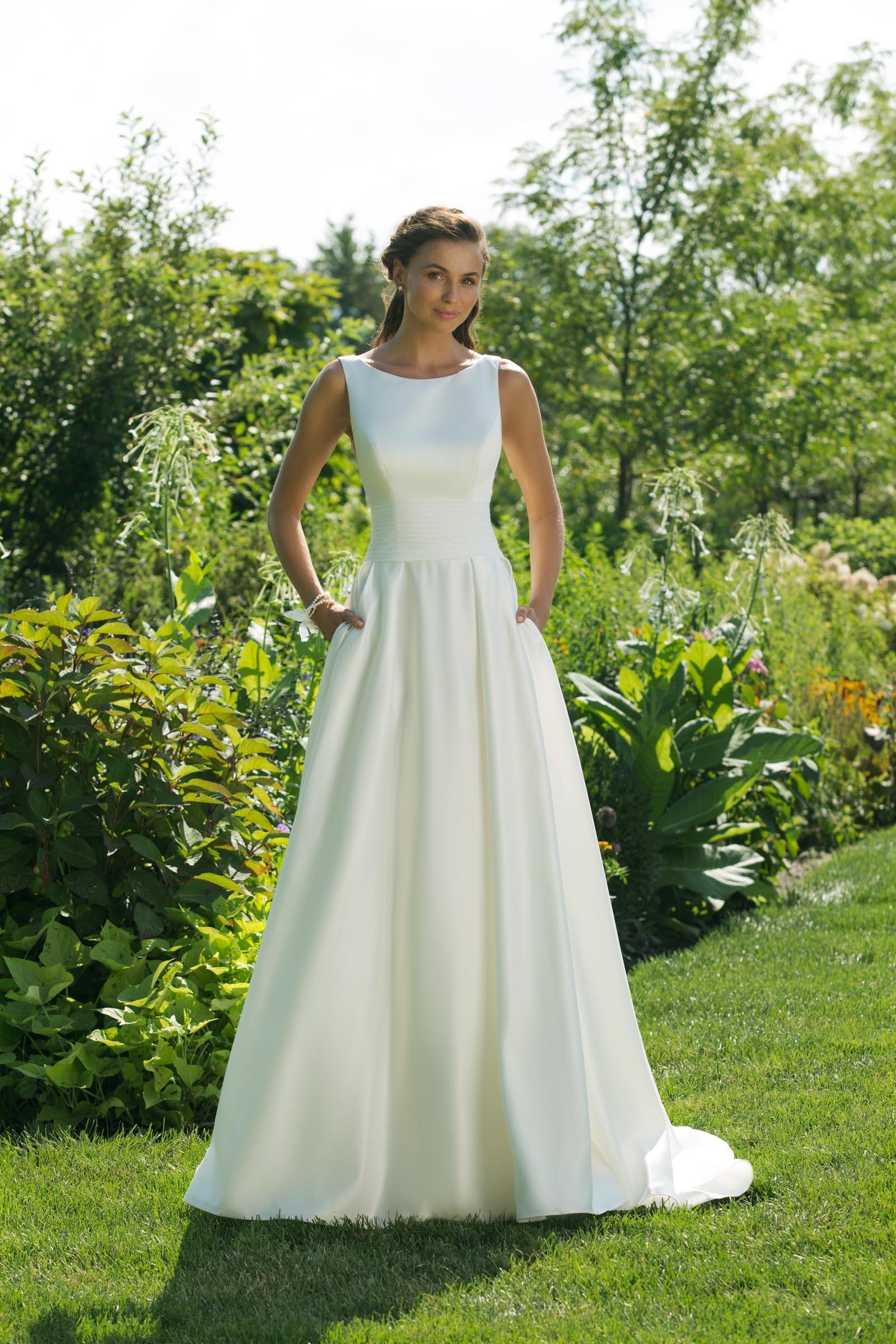 Cleanes Brautkleid im Prinzessschnitt mit Rundhals-Ausschnitt, ärmellos, von Sweetheart, Modell 11017
