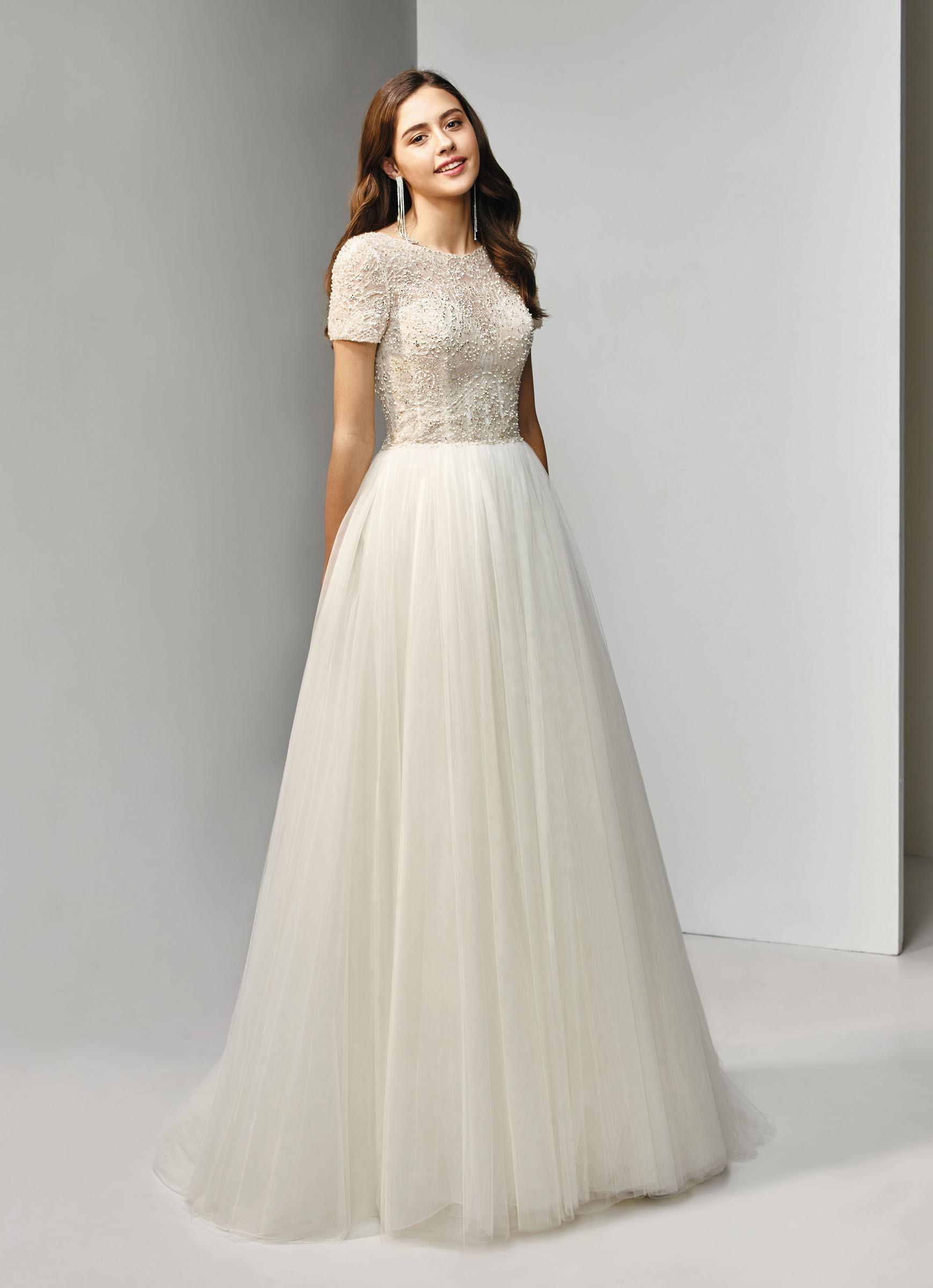 separation shoes 4709e 886d9 Cremefarbenes, besticktes Brautkleid mit Prinzessschnitt und ...
