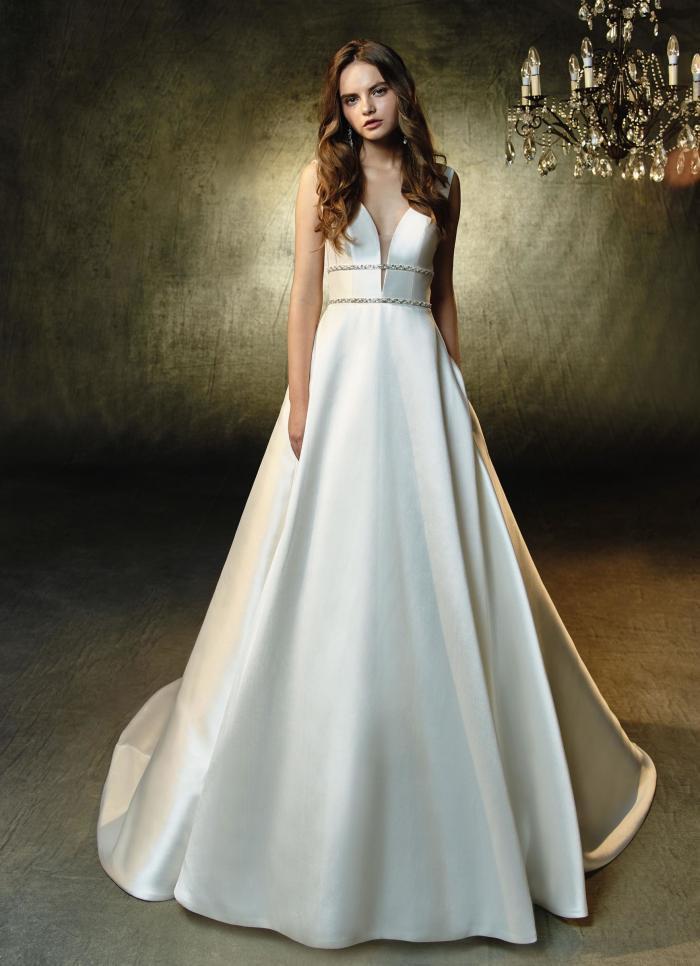 Cremefarbenes Brautkleid aus Satin in A-Linie von Blue by Enzoani, Modell Leandra