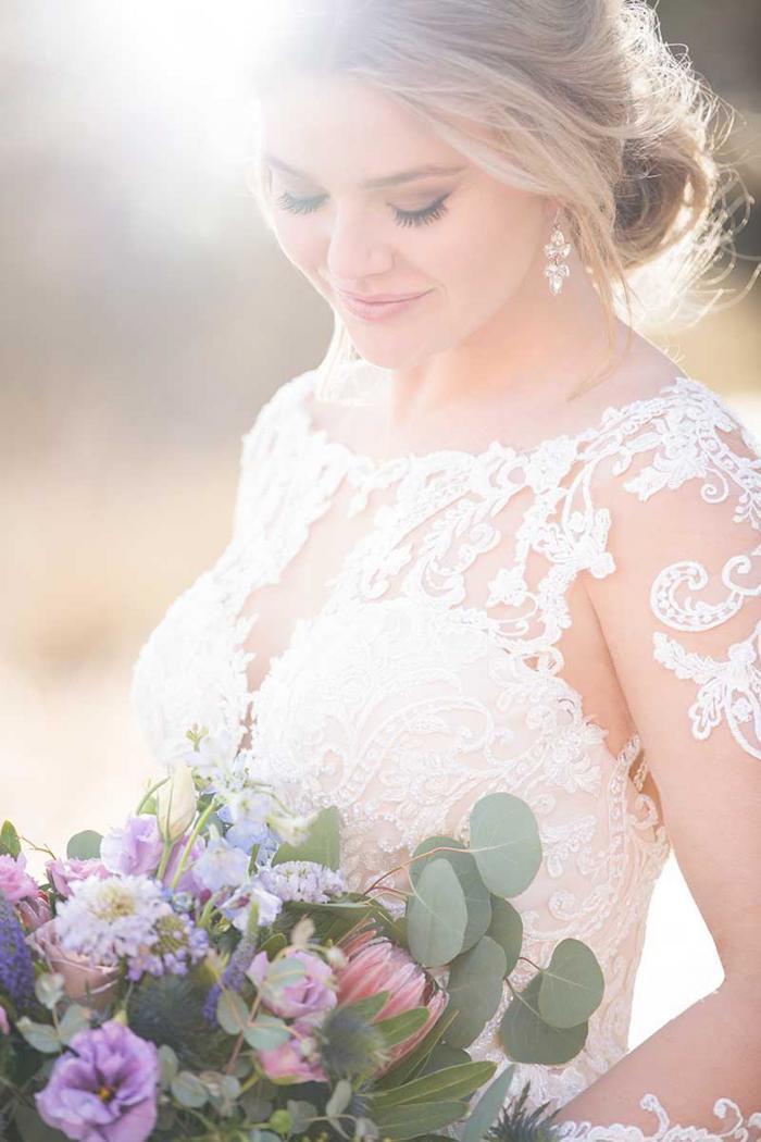 Cremefarbenes Brautkleid mit Spitze und Tattoo-Effekt von Essense of Australia