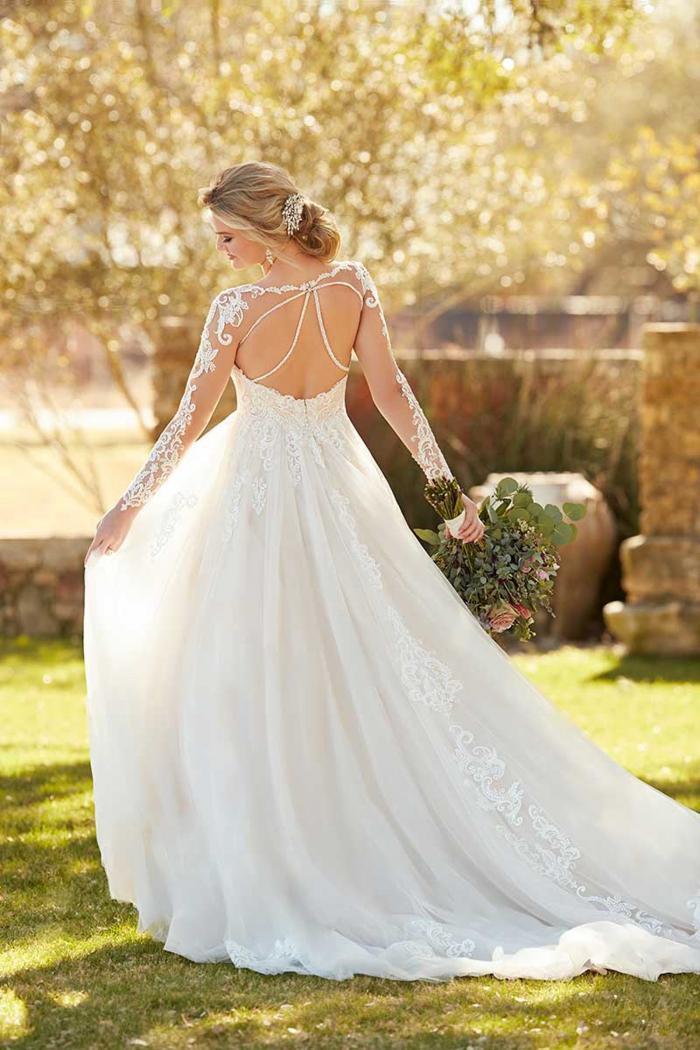 Cremefarbenes Brautkleid mit Spitze, Tattoo-Effekt und elegantem Rücken von Essense of Australia