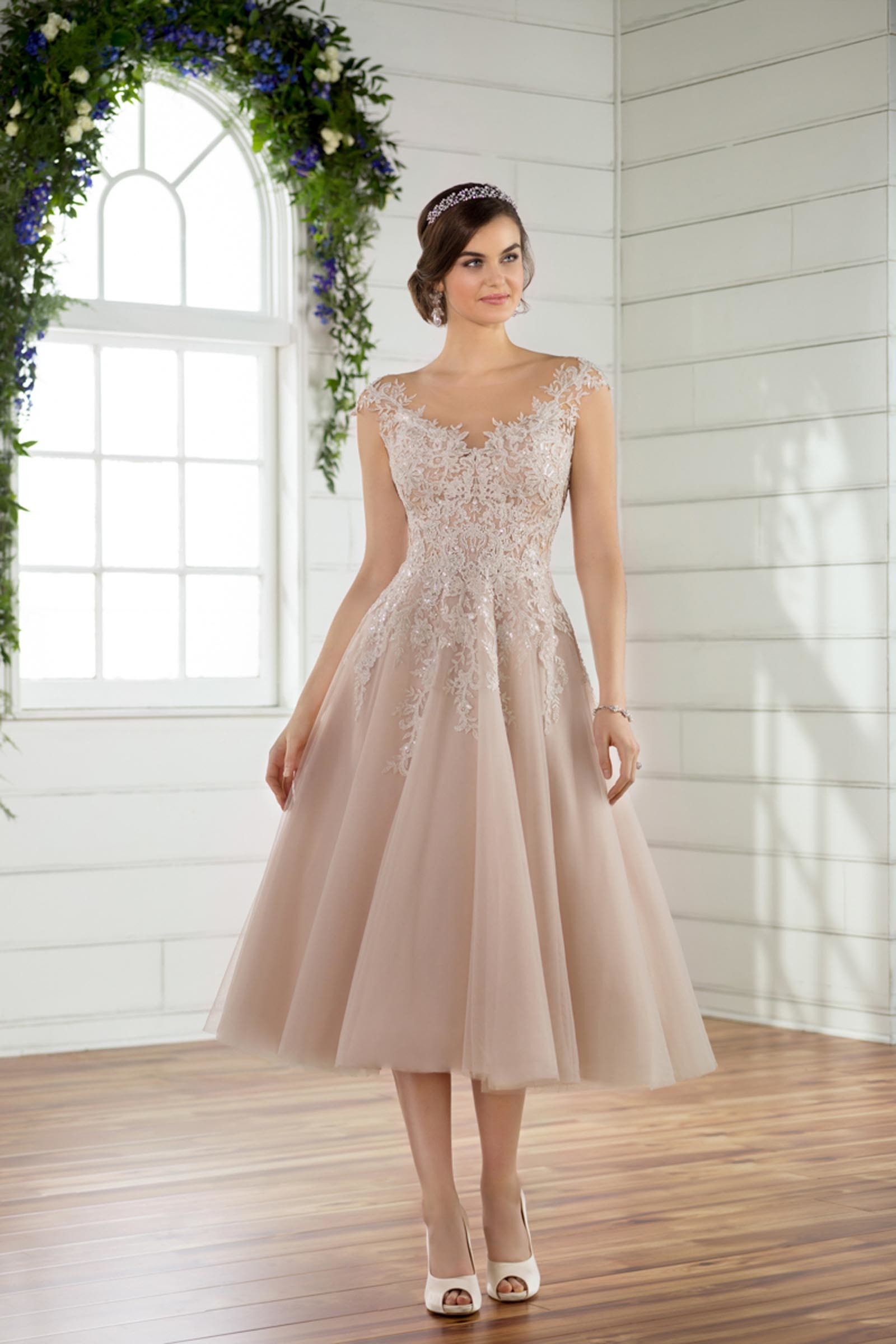 modernes Brautkleid in Rosa