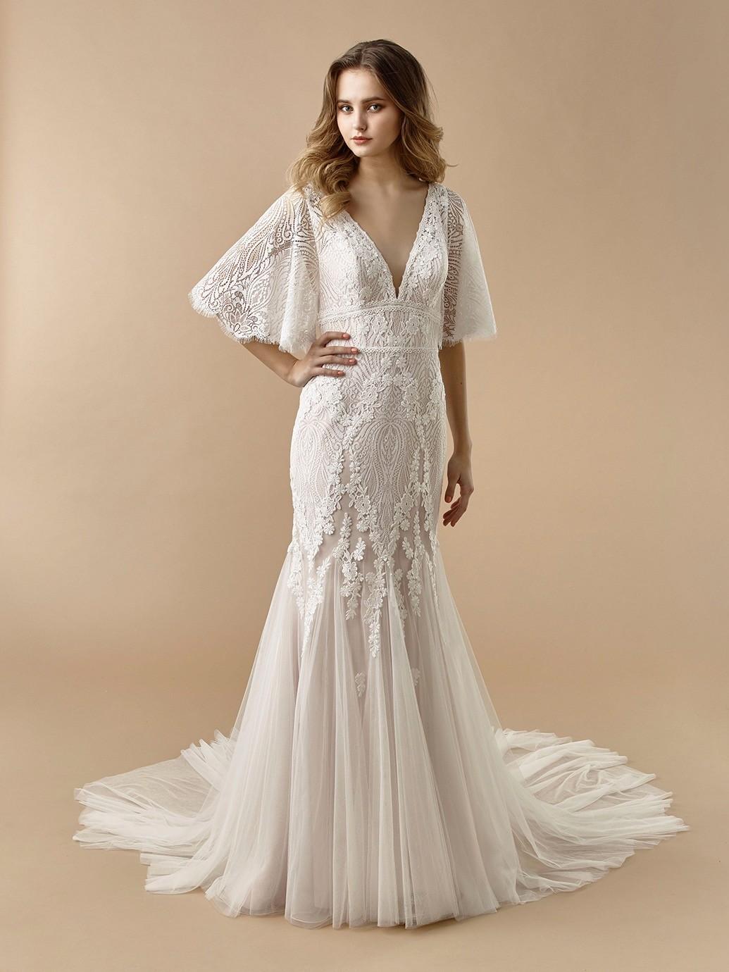 Brautkleid im Boho-Look im Fit-and-Flare-Schnitt mit Plung-Ausschnitt, 3D-Spitze und Flügelärmeln von Beautiful Bridal, Modell BT 20-05