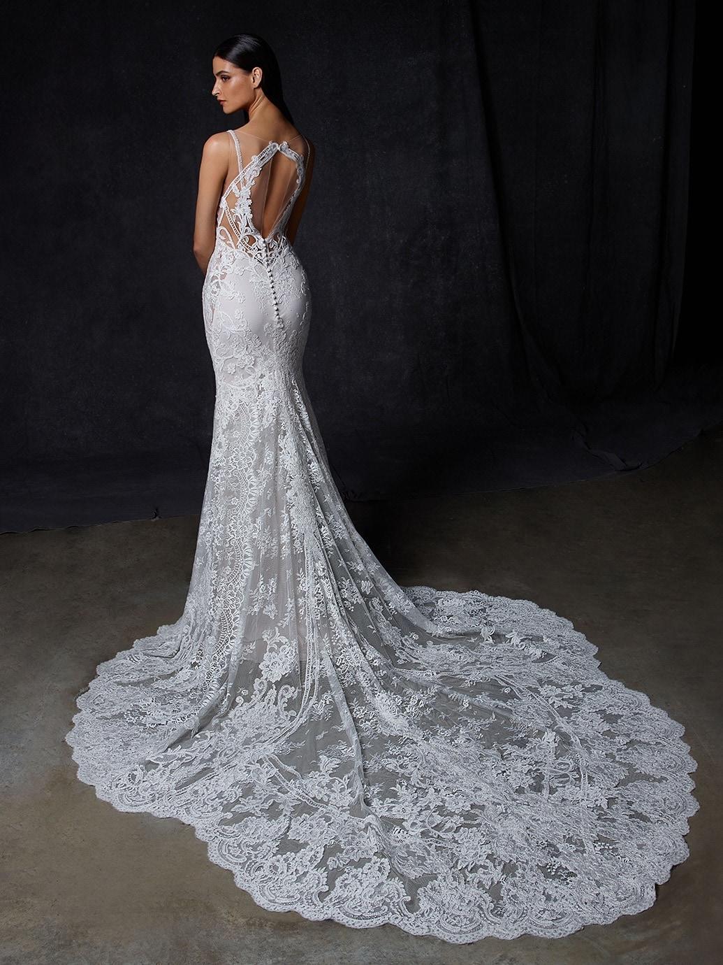Fit-and-Flare-Hochzeitskleid mit Spitze, transparentem Top, Plunge-Ausschnitt, Tattoo-Effekt, Rücken-Cut-out und Schleppe von Enzoani, Modell Oretha