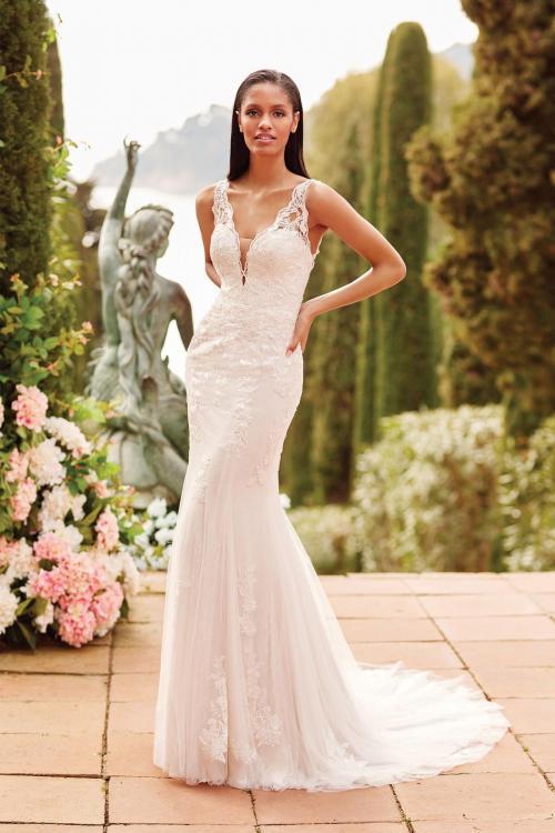 Fit-and-Flare-Brautkleid mit Spitze, Plunge-Ausschnitt und Rücken-Cut-out von Sincerity, Modell 44171