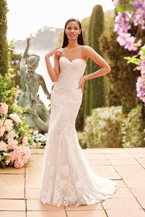 Schulterfreies Fit-and-Flare-Brautkleid mit Spitze, trägerlosem Sweetheart-Ausschnitt und Schleppe von Sincerity, Modell 44172