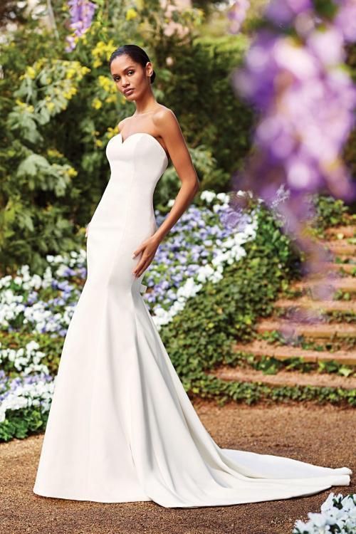Schulterfreies Fit-and-Flare-Kleid mit trägerlosem Sweetheart-Ausschnitt und Schleppe von Sincerity, Modell 44156
