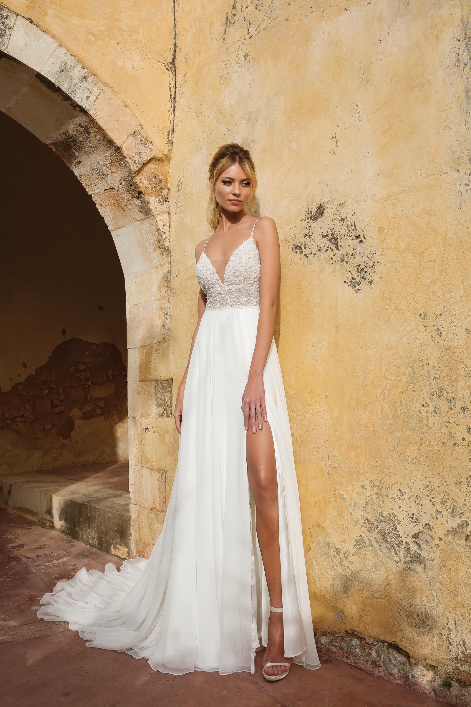 modernes Brautkleid mit großem Ausschnitt