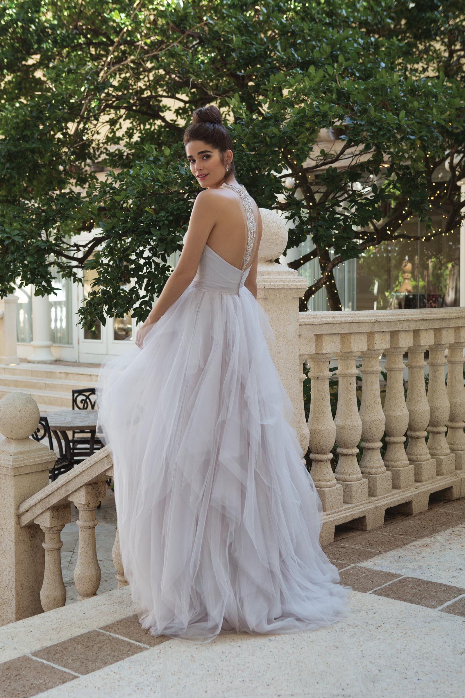 Brautkleid mit Volants und Neckholder in Lavendel von Sincerity, Modell 44106