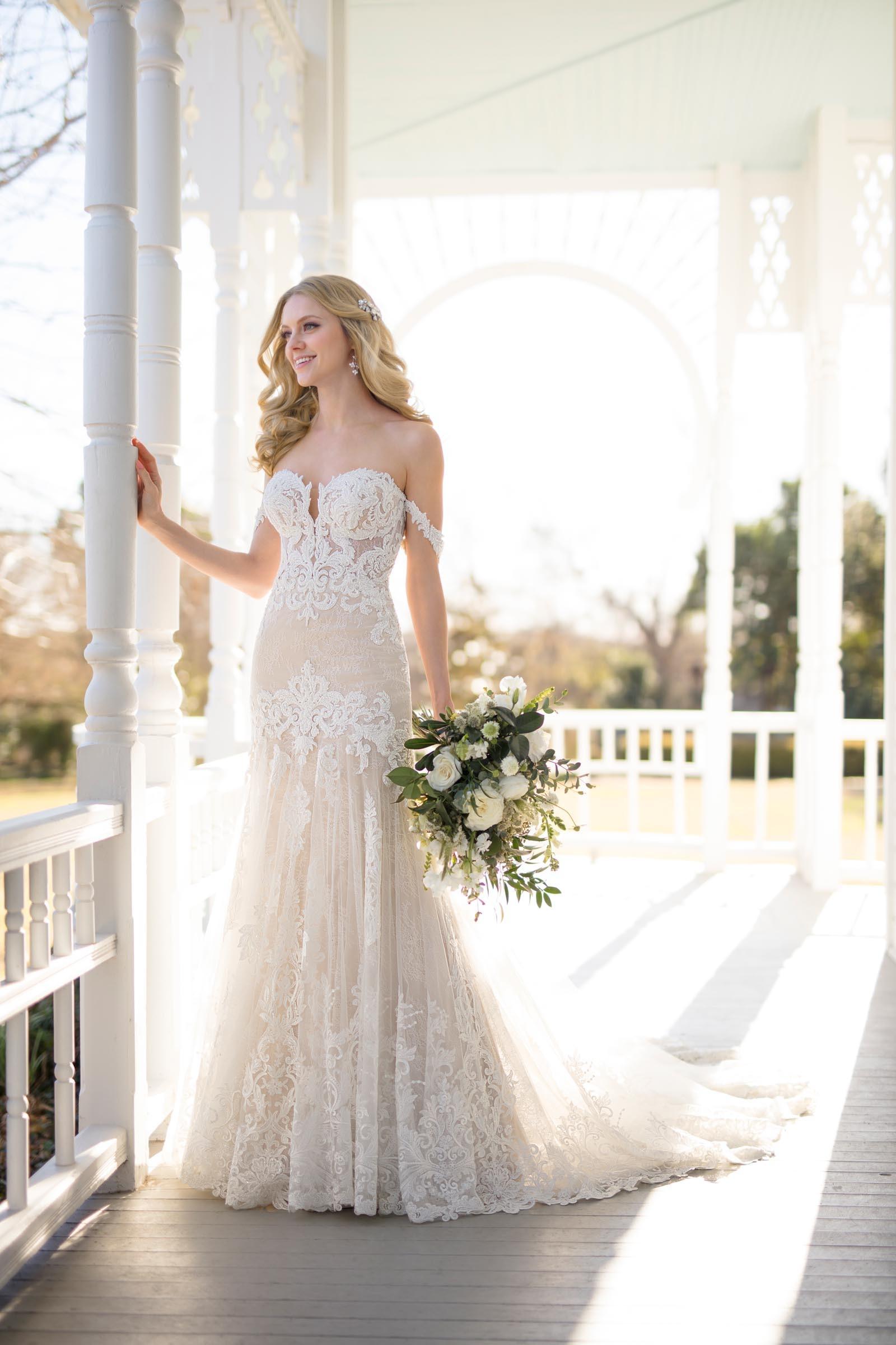 Brautkleid mit viel Spitze