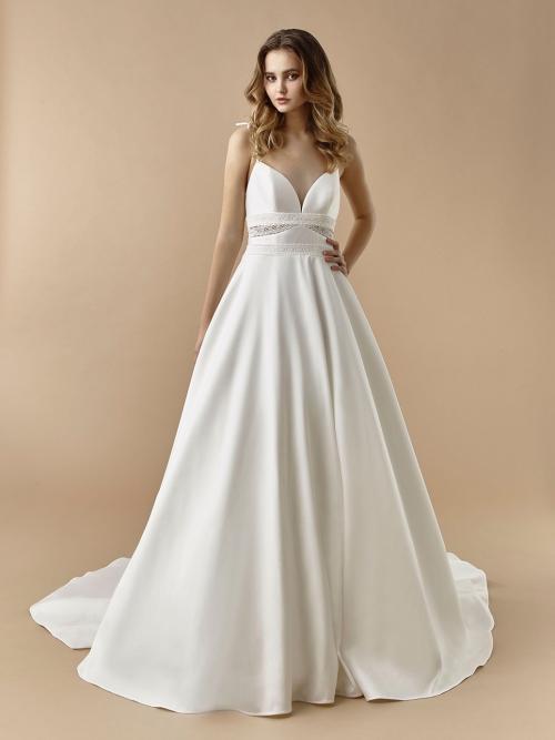 Brautkleid im Prinzesschnitt mit Spitze, unterlegten Cut-outs, herzformigem Ausschnitt und Schleppe von Beautiful Bridal, Modell BT 20-25