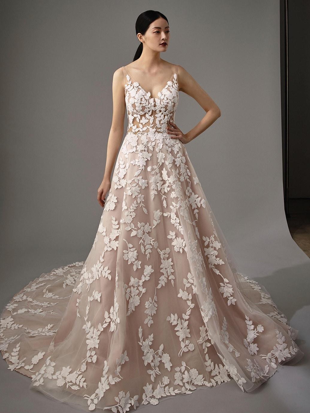 Rosafarbenes Brautkleid im Prinzessschnitt mit 18D-Spitze