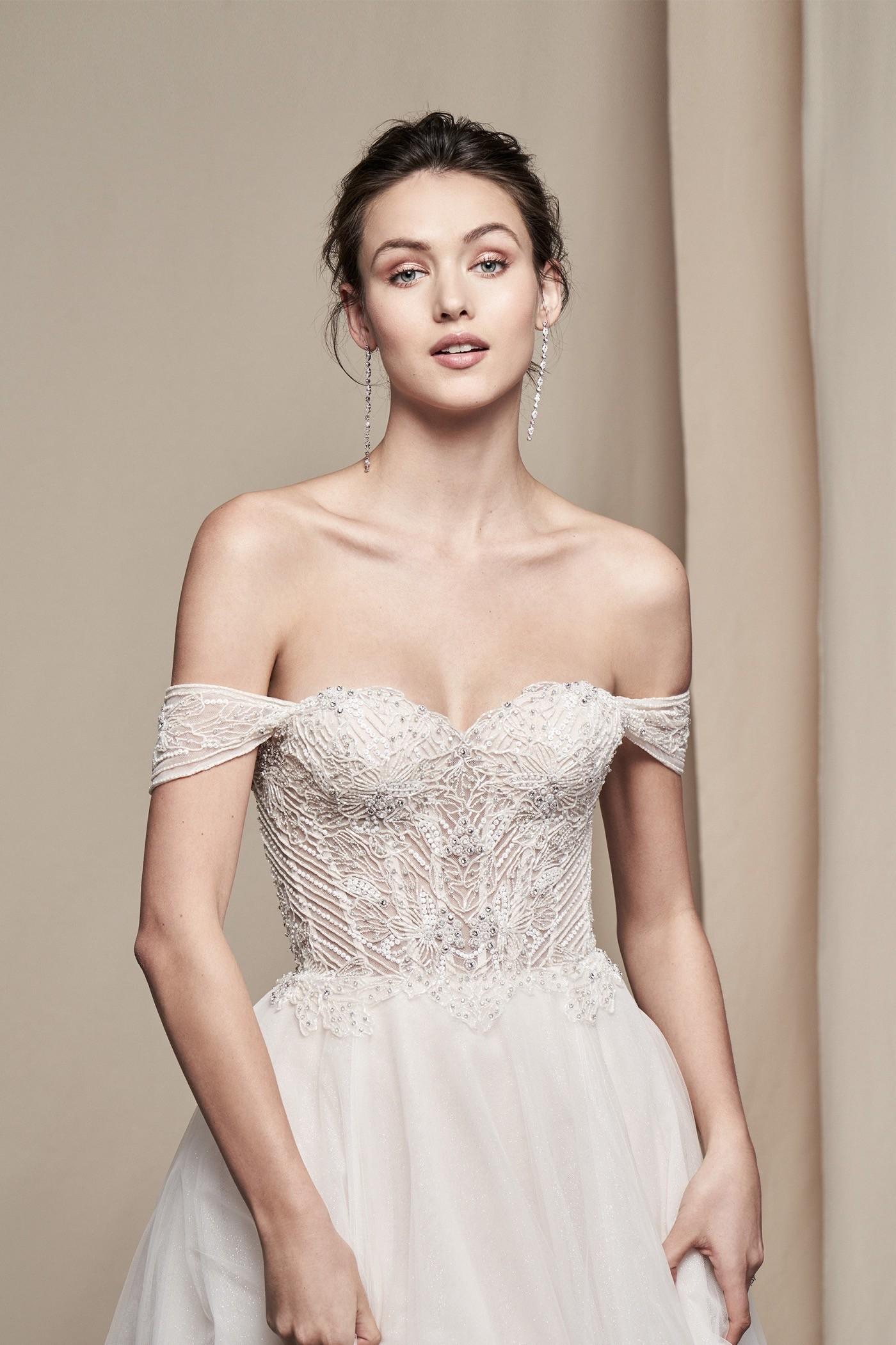 Schulterfreies Brautkleid im Prinzess-Stil mit Sweetheart-Ausschnitt und Offshoulder-Ärmeln von Justin Alexander Signature, Modell 99101 Aster