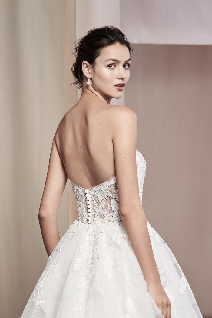 Schulterfreies Prinzess-Brautkleid mit transparentem Bandeau-Spitzentop von Justin Alexander Signature, Modell 99108 Senna