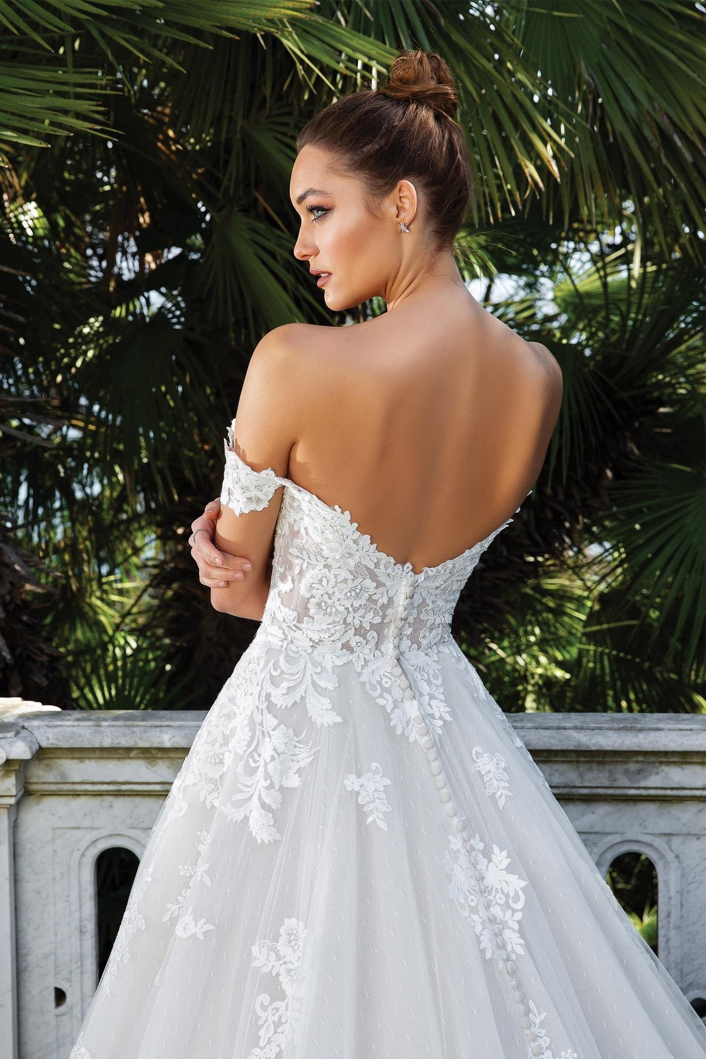 Brautkleid im Prinzessschnitt mit 3D-Spitze, Sweetheart-Ausschnitt, Offshoulder-Trägern, tiefem Rücken und Schleppe von Justin Alexander, Modell 88122