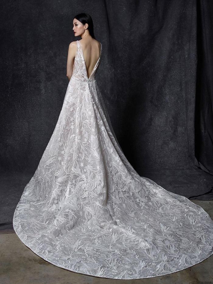 Prinzess-Brautkleid mit Allover-Spitze, transparentem Top mit Plunge-Ausschnitt, tiefem Rückenausschnitt und Schleppe von Enzoani, Modell Oksana