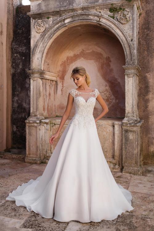 Besticktes Prinzessinnen-Brautkleid mit Ärmeln und Schleppe von Justin Alexander, Modell 88056