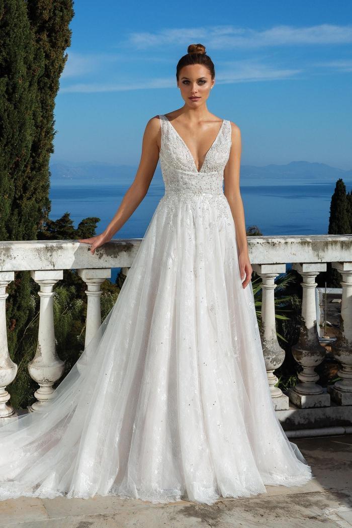 Brautkleid im Prinzessschnitt mit Pailletten- und Strassstickereien, Plunge-Ausschnitt und tiefem Rücken von Justin Alexander, Modell 88112